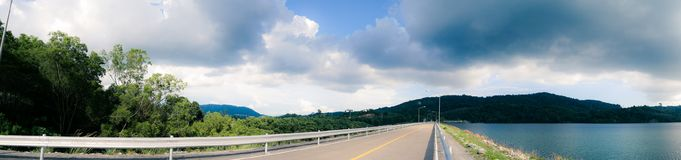 Panoramische Landschaftsansicht des Knalles Ward Dam, Phuket, Thailand stockbild