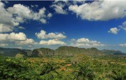 Panoramische landschapsmening van landbouwbedrijfgebieden in Vinales Royalty-vrije Stock Afbeelding