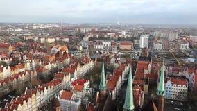 Panoramische luchtmening van de oude stad van Gdansk, Polen stock footage