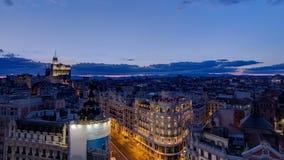 Panoramische luchtmening van Gran via dag aan nacht timelapse, Cityscape van de Horizon Oude Stad, Metropool de Bouw, kapitaal va stock video