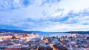 Panoramische Nachtansicht der Stadt von Genf, Genfersee stock video