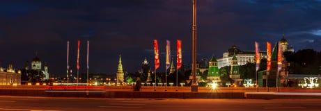 Panoramische nachtmening van Moskou het Kremlin stock foto's