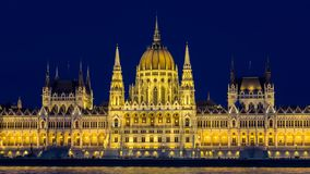 Panoramische nachtmening van Parlementsgebouw - Boedapest, Hongarije royalty-vrije stock fotografie