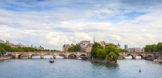 Panoramische rhoto van Cite Eiland en Pont Neuf, Parijs Royalty-vrije Stock Afbeeldingen