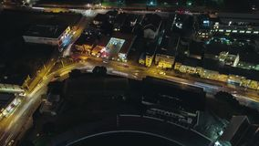 Panoramische 360 roterende nachttijdspanne van verkeer stock videobeelden