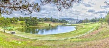 Panoramische Schönheit des DA-Lat-Golfplatzabhangs Lizenzfreies Stockfoto