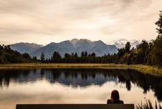 Panoramische schemeringmening van het prachtig romantische landschap van Meermatheson landscape, Zuideneiland, Nieuw Zeeland royalty-vrije stock foto's