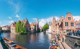 Panoramische Stadtansicht mit Belfry-Turm und berühmtem Kanal in Brügge, Belgien lizenzfreie stockbilder