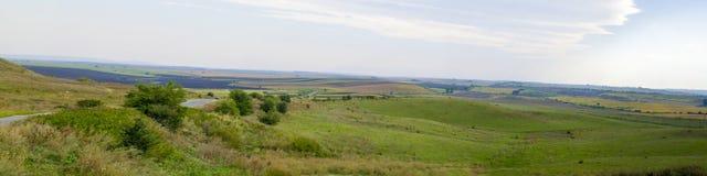 Panoramische Straße zu den Feldern Lizenzfreie Stockbilder
