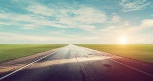 Panoramische Straßensonnenaufgang-Sommerreise lizenzfreie stockfotografie