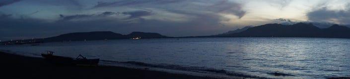 Panoramische strandfoto's bij zonsopgang in de zomer royalty-vrije stock afbeeldingen