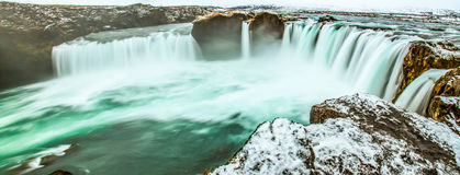 Panoramische Szene des majestätischen Wintermorgens auf dem Godafoss, Wasserfall des Gottes, Island, Europa Naturschönheit als Hi stockfoto