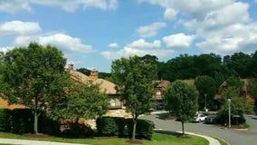 Panoramische timelapse in een Amerikaanse buurt in de voorsteden stock footage