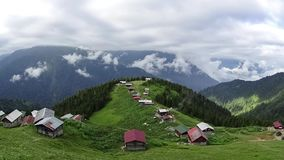 Panoramische timelapsemening van Pokut-plateau in de Zwarte Zee karadeniz, Rize, Turkije stock video