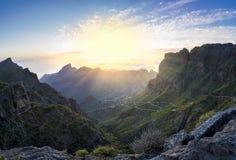 Panoramische Vogelperspektive über Masca-Dorf, die besuchte Touristenattraktion lizenzfreie stockbilder