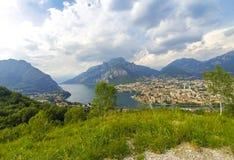 Panoramische Vogelperspektive der Stadt des Sees Como und Lecco, Italien Stockfoto