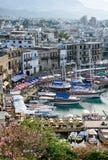 Panoramische Vogelperspektive des historischen Hafens in Kyrenia Girne, Nord-Zypern stockfotografie