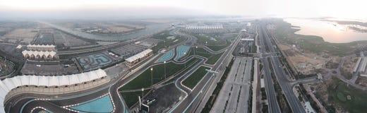 Panoramische Vogelperspektive von Abu Dhabi Yas Island-Sonnenuntergangskylinen Stockfoto