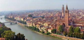 Panoramische von der Luftansicht der Verona-Stadt Lizenzfreie Stockbilder