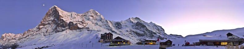 Panoramische zonsondergang in Kleine Scheidegg De Alpen van Zwitserland Stock Foto's