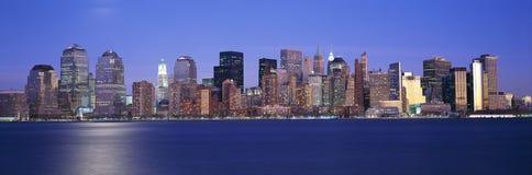 Panoramische zonsondergangmening van Empire State Building en Lower Manhattanhorizon, NY waar de Wereldhandeltorens werden gevest stock fotografie