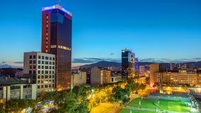 Panoramischer Überblicktag Barcelona-Stadt zum Nacht-timelapse stock footage