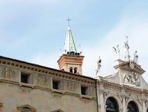 Panoramischer Blick einer italienischen Nordstadt römischer Ursprung wi Stockfotografie