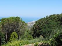 Panoramischer Luftblick in die vegetative Landschaft von Livorno-Stadt von den nahe gelegenen Hügeln von Montenero, Toskana Itali Lizenzfreie Stockbilder