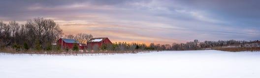 Panoramischer Sonnenaufgang auf einem Wisconsin-Bauernhof Lizenzfreie Stockfotos