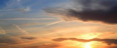 Panoramischer Sonnenuntergang über Leeds Stockfotos