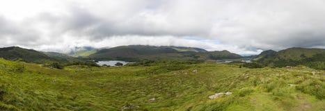 Panoramisches Bild von der Damen-Ansichtaussicht an Nationalpark Killarneys lizenzfreie stockfotos