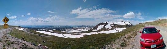 Panoramisches genommen auf der szenischen Landstraße Beartooth, während einer Reise zu Yellowstone Nationalpark stockbild