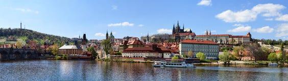 Panoramisches Prag-Schloss Stockfotografie
