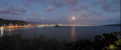 Panoramisches Stadtbild Ilha Porchat - Brasilien Stockfoto
