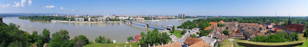 Panoramisches Stadtbild von Novi Sad, Serbien stockbilder