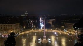 Panoramisches timelapse von Piazza Del Poppolo in Rom, Italien, beschäftigter Verkehr in der Nacht stock footage