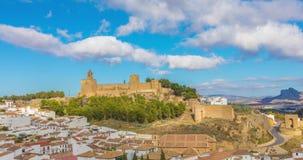 Panoramisches Zeitspannestadtbild von Antequera stock video footage