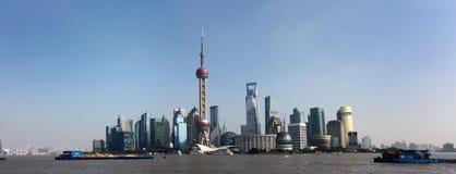 Panoramo av Lujiazui i Shanghai Royaltyfri Bild