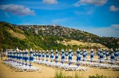 Panoramy bryczki longue Albena plaży Bułgaria morze Fotografia Royalty Free
