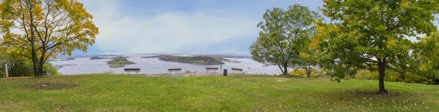 Panoramy fotografia park w Oslo podczas jesieni z Oslo Fjord obraz royalty free