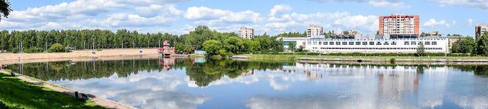 Panoramy Olginsky staw w St Petersburg Fotografia Stock