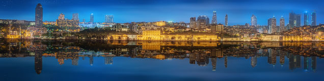 Panoramy os Istanbuł i Bosporus przy nocą Fotografia Stock