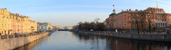 Panoramy Petrograd kanał przy zmierzchem katedralny Isaac cupola Petersburg Rosji jest święty st Obraz Royalty Free
