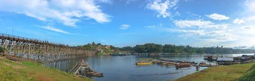 Panoramy scena Mon W Kanchanaburi Tajlandia, Grudzień - 2016 - Zdjęcie Stock