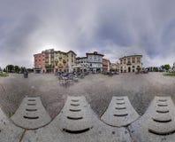 Panoramy wioski kwadrat zaznacza chmurnego nieba balowej dziury wokoło Obraz Royalty Free