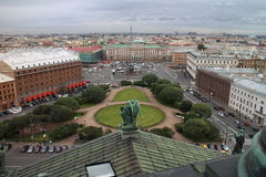 Panorana av St Petersburg från domkyrka för ` s för St Isaac royaltyfria bilder