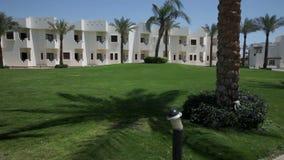 Panorera över lägenheter i Sharm det turist- stället lager videofilmer