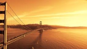 Panorera den Tid schackningsperioden av Golden gate bridge San Francisco stock video