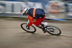 Panorera för cyklistcykellopp Royaltyfri Bild