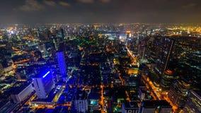 Panorera hög sikt för Tid schackningsperiod av den Bangkok staden i nattetid lager videofilmer